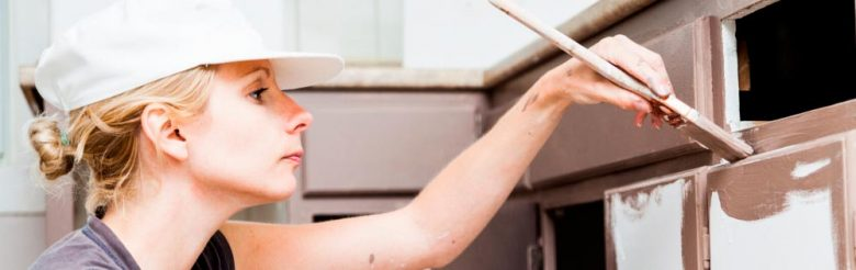 Una reforma seca incluye tareas como pintar los muebles de la cocina. Pero si verdaderamente necesitas hacer obra, opta por una empresa de reformas integrales