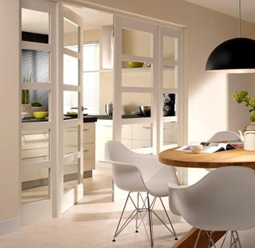 Cocinas abiertas al salón de forma muy transparente: como en los restaurantes de moda...