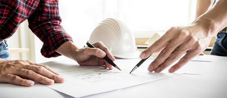 La figura del arquitecto técnico es fundamentale en las reformas integrales de pisos antiguos en Madrid.