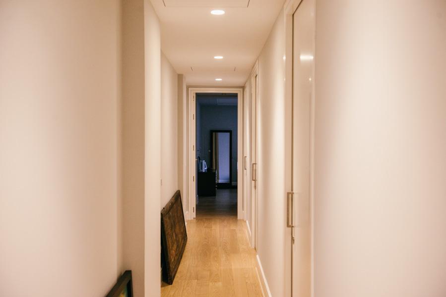 Cambiar el suelo por laminado en las reformas de casas es siempre práctico y económico.