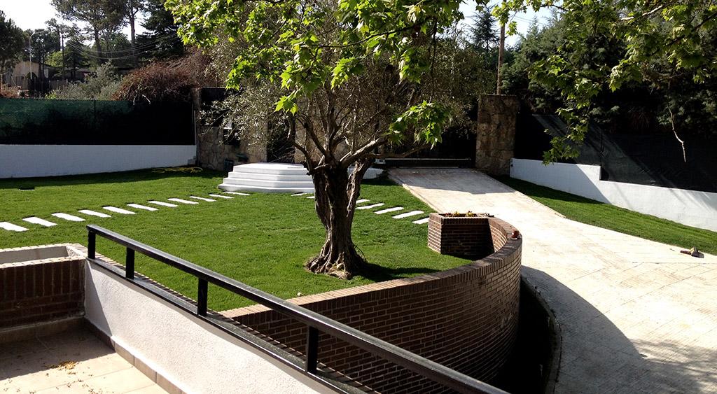 Reformas de casas unifamiliares habituales: pavimentar la entrada del garaje y realizar senderos.